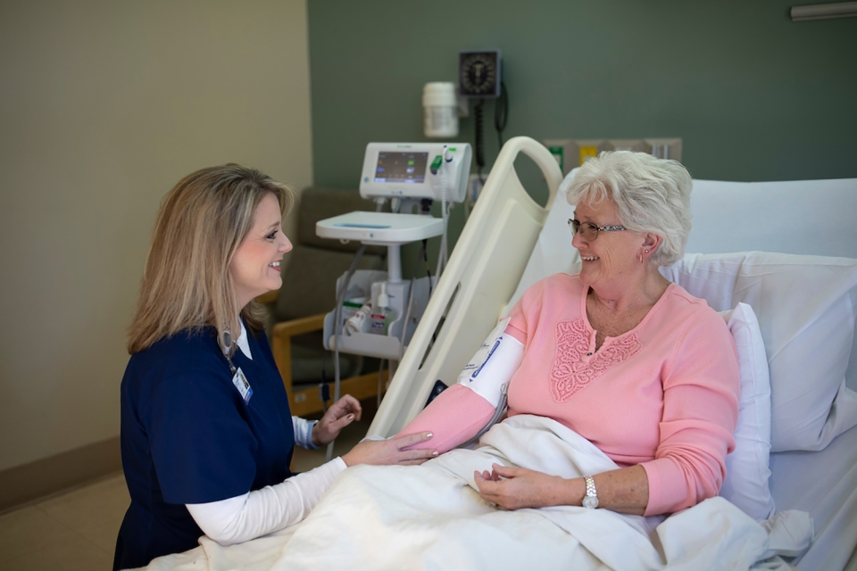 An Encompass Health nurse tends to a patient