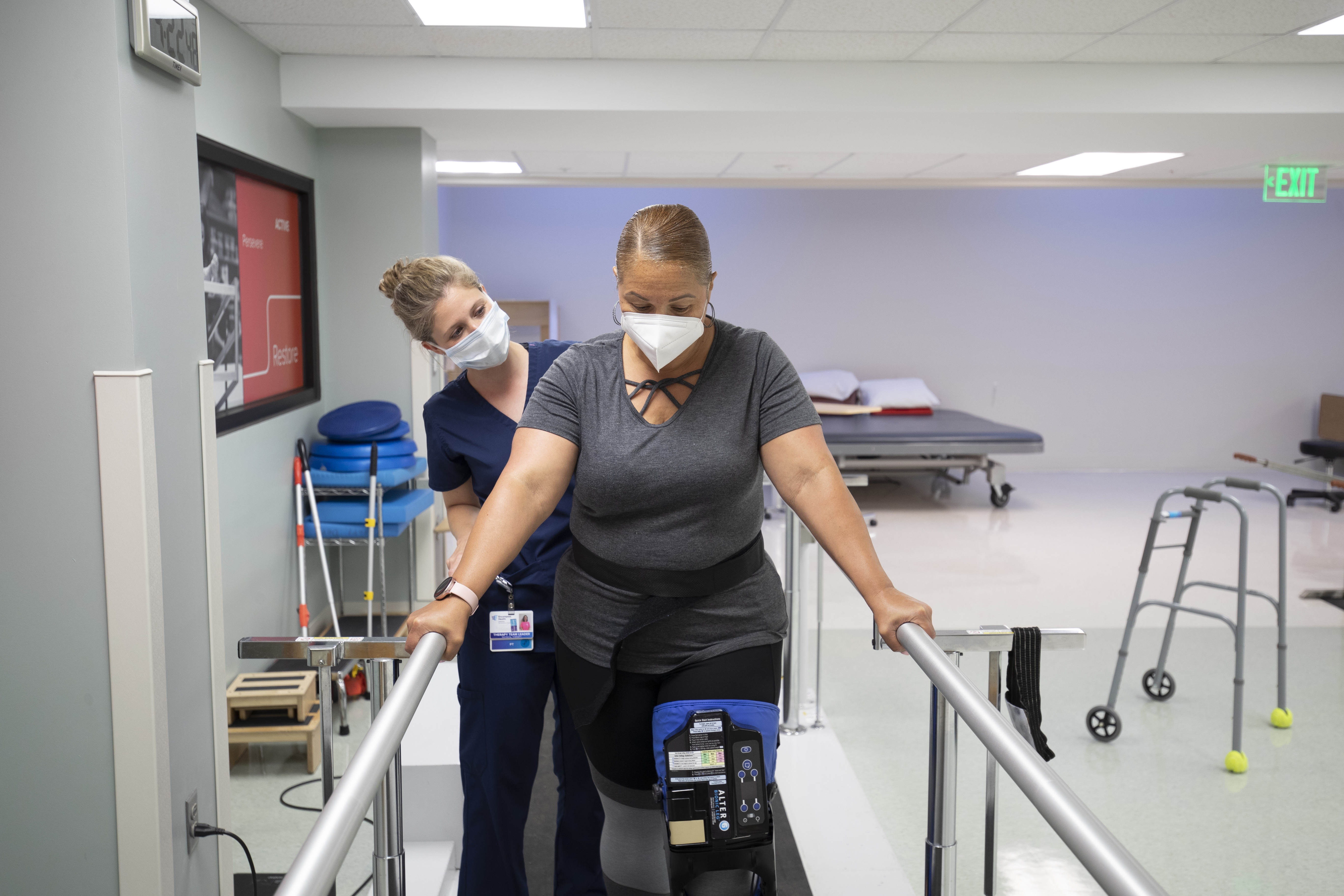 patient with therapist on parallel bars