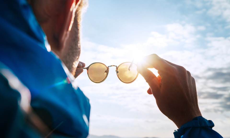 protecting eyes from uv rays with sunglasses